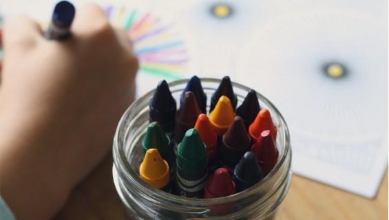 La bata escolar, imprescindible los primeros años