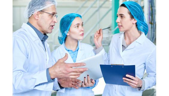 Protege tu ropa de cualquier sustancia química con nuestras batas laboratorio